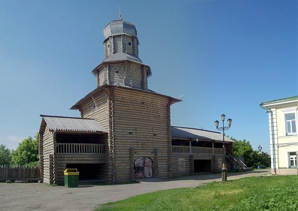 Деревянная Спасская башня в Томске