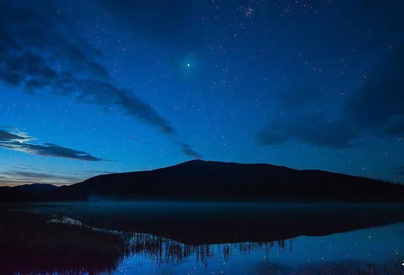 озеро Джека Лондона ночью Магаданская область фото