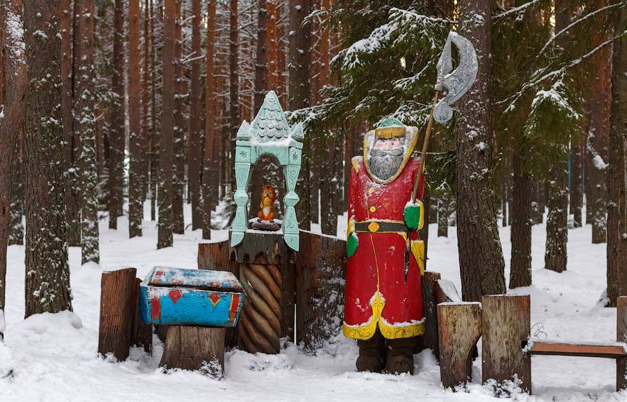 Вотчина Деда Мороза в Великом Устюге белка с орешками фото