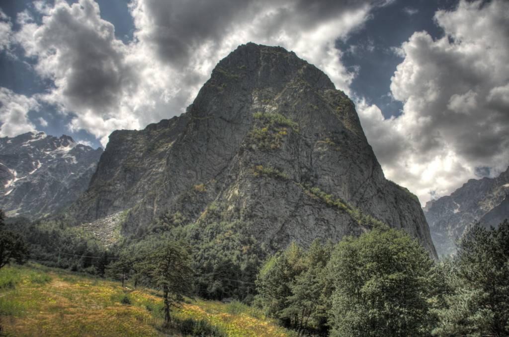 Цейское ущелье гора монах фото