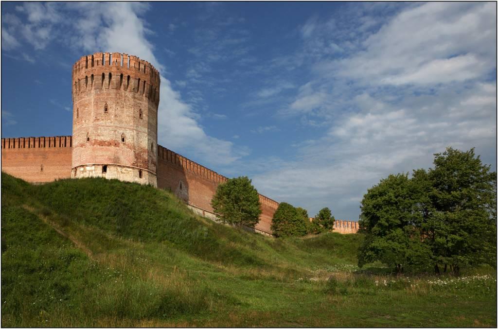 Крепостная стена достопримечательности Смоленска фото