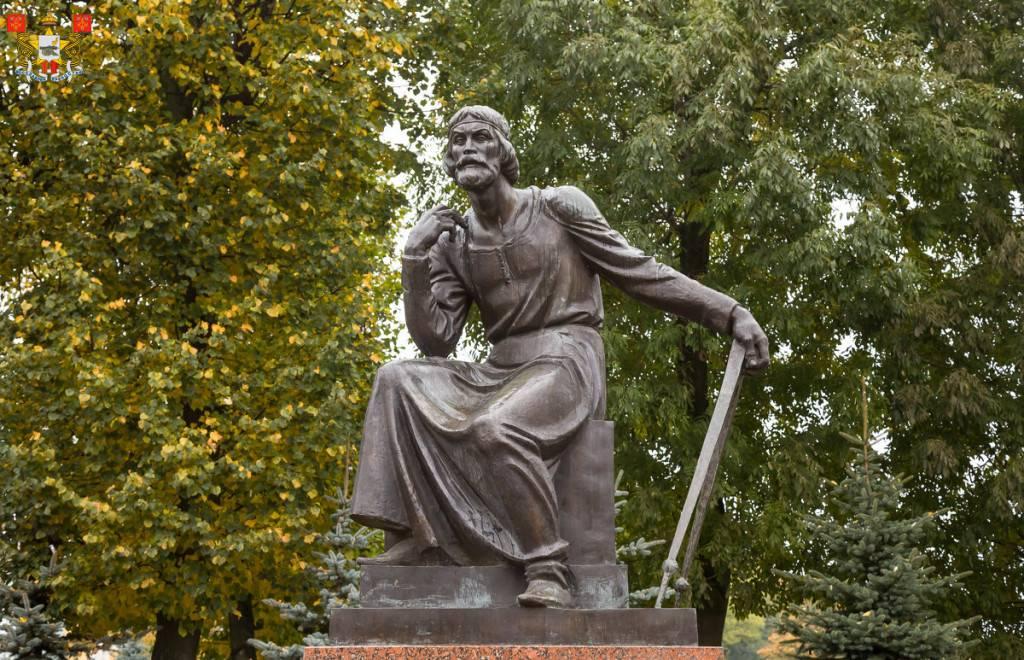 Памятник зодчему Федору Коню фото