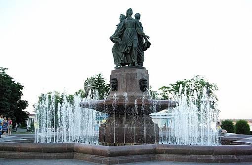 Фонтан Дружбы народов Волгоград достопримечательности фото