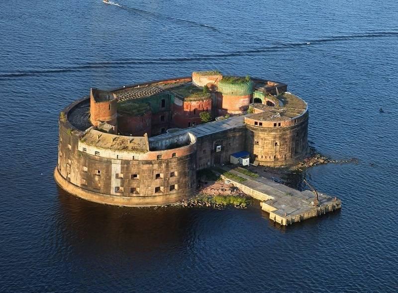 Кронштад на острове Котлин в Финском заливе фото