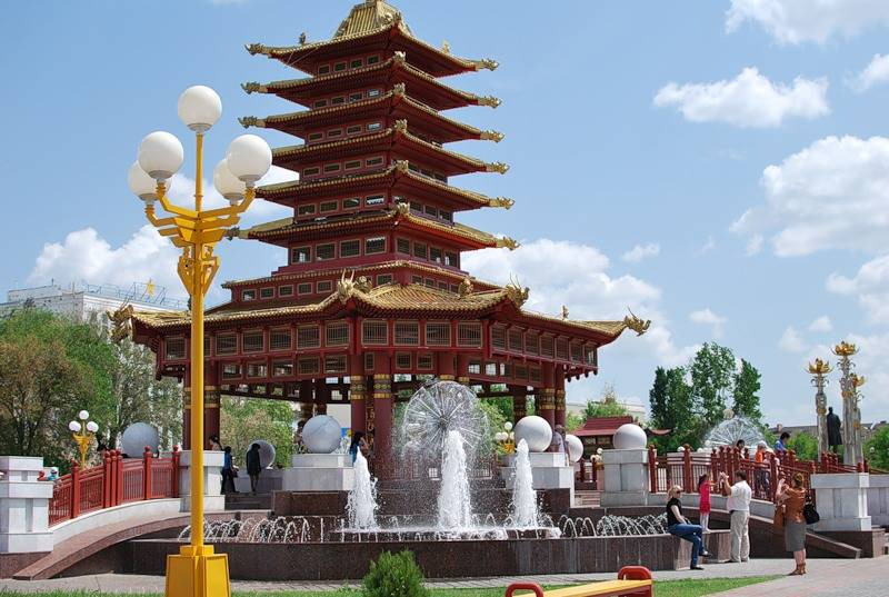 Пагода семи дней Элиста фото