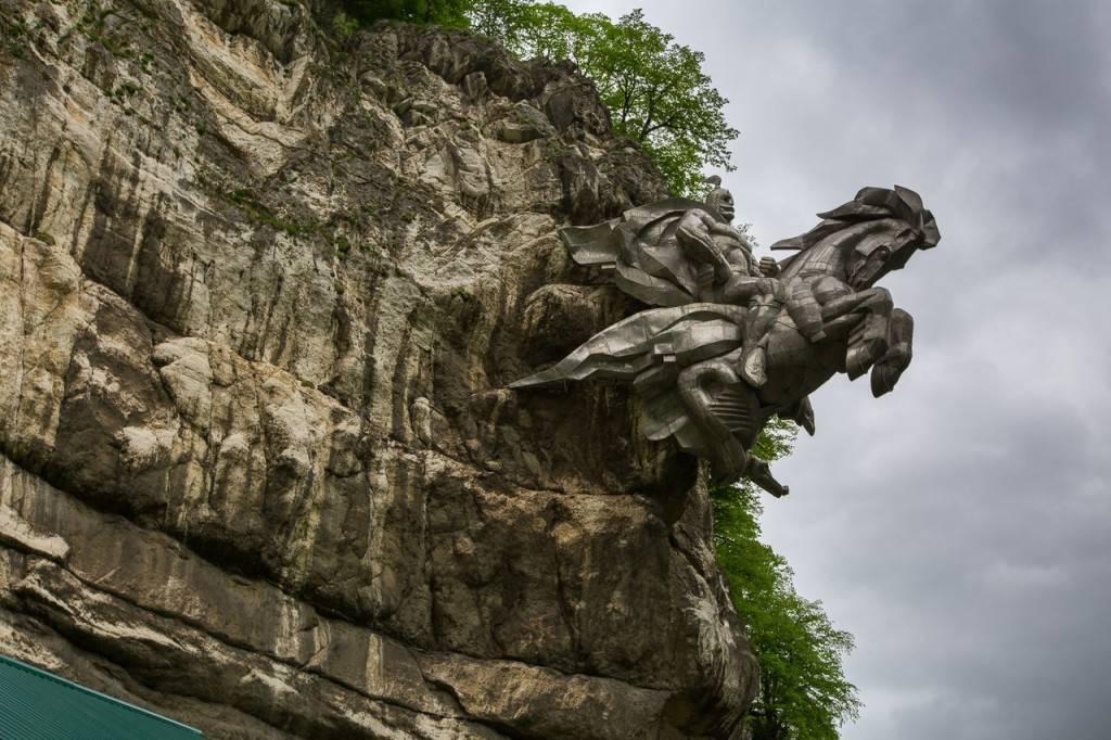 Памятник Георгию Победоносцу Северная Осетия фото