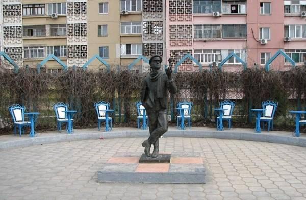 Памятник Остапу Бендеру Элиста фото