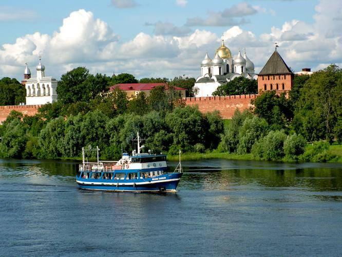 Кремль Великого Новгорода, вид с реки Волхов
