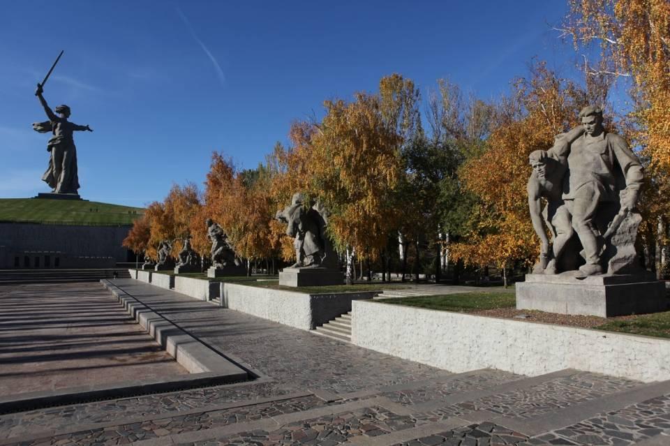 Площадь Героев на Мамаевом кургане и Родина Мать, Волгоград