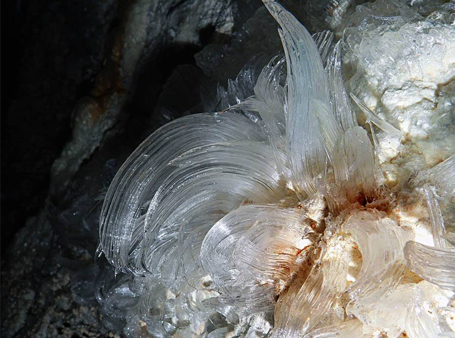 Ледяные цветы в Музейной пещере